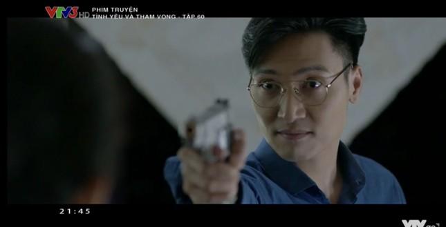 Tình yêu và tham vọng tập cuối: Phong cầm súng dọa bà Khuê (NSND Minh Hòa), Linh trúng đạn ảnh 1