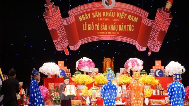 Nghệ sĩ hội ngộ Ngày giỗ tổ nghề sân khấu, NSND Tự Long hát chèo trình tổ ảnh 5