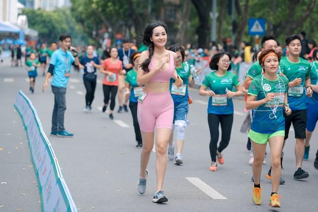 Mai Phương Thúy, Đỗ Mỹ Linh, Mai Ngọc thi chạy với Thanh Sơn, Xuân Nghị ảnh 4