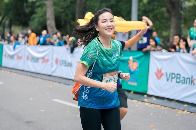 Mai Phương Thúy, Đỗ Mỹ Linh, Mai Ngọc thi chạy với Thanh Sơn, Xuân Nghị ảnh 2