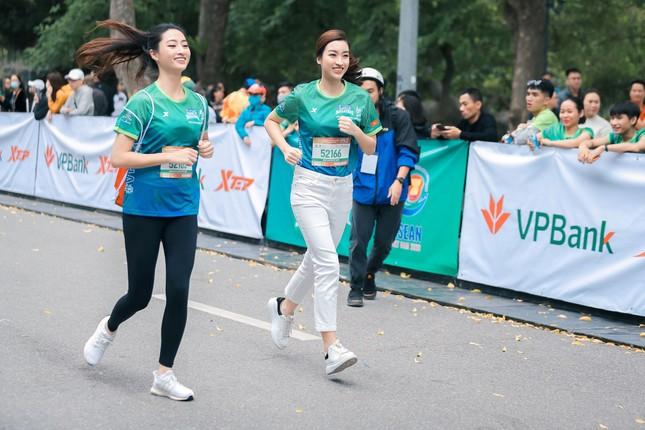 Mai Phương Thúy, Đỗ Mỹ Linh, Mai Ngọc thi chạy với Thanh Sơn, Xuân Nghị ảnh 5