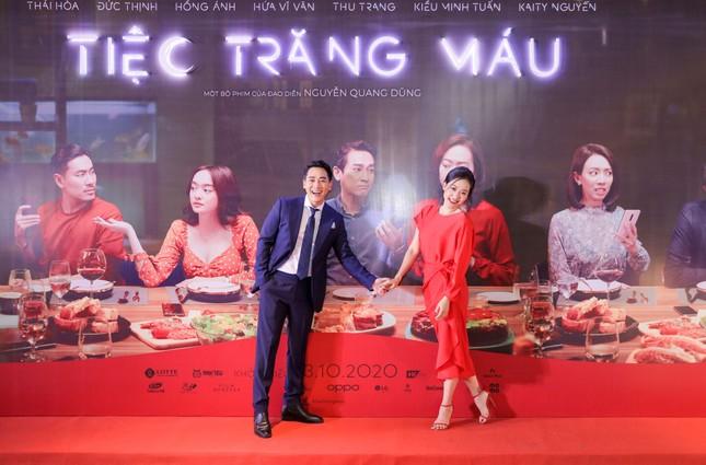 Kaity Nguyễn-Kiều Minh Tuấn và dàn sao 'Tiệc trăng máu' hội ngộ trên thảm đỏ ảnh 2