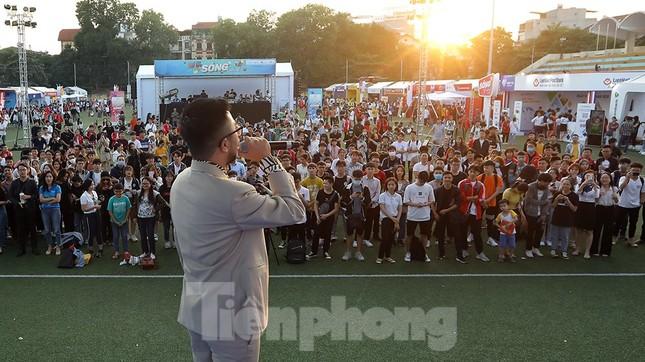 Bảo Trâm, Rapper Rica đốt cháy sân khấu 'Sóng Festival' ảnh 4