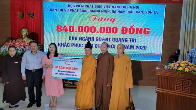 Giáo hội trao thêm 2 tỷ đồng ủng hộ đồng bào miền Trung ảnh 1