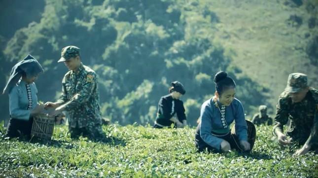 NSND Vi Hoa lên đỉnh Pha Luông làm phim giã từ đời lính ảnh 3