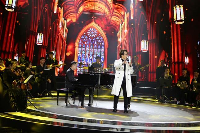 Chào 2021 trên VTV: Diễn viên khách mời 'chiếm' sân khấu làm ca sĩ ảnh 3