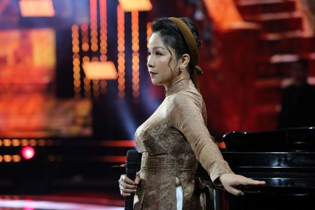 Chào 2021 trên VTV: Diễn viên khách mời 'chiếm' sân khấu làm ca sĩ ảnh 1