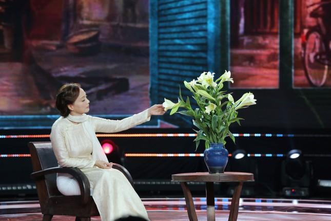 Chào 2021 trên VTV: Diễn viên khách mời 'chiếm' sân khấu làm ca sĩ ảnh 2