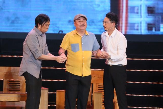 Hoài Linh rưng rưng nhớ Chí Tài, cảm ơn người nhận lời diễn cùng anh thay nam danh hài ảnh 2