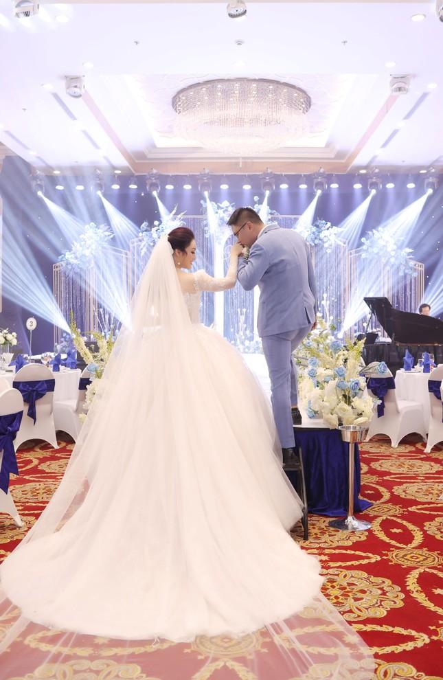 Ca sĩ Tân Nhàn bất ngờ kết hôn với một Phó giáo sư trẻ ảnh 3
