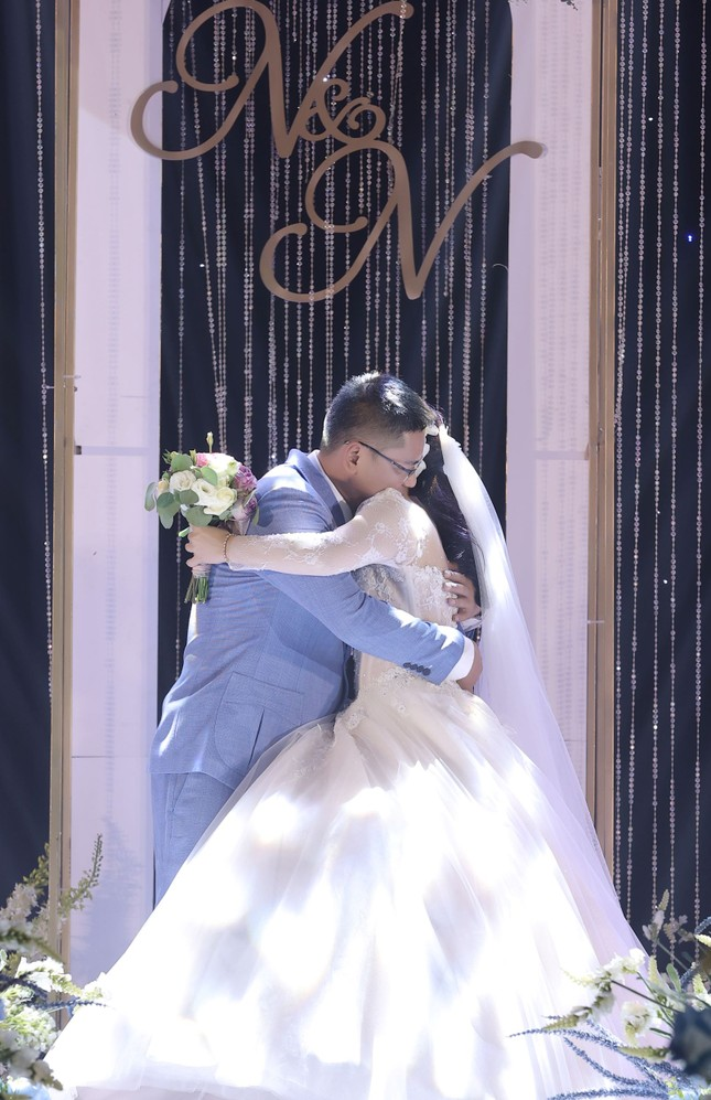 Ca sĩ Tân Nhàn bất ngờ kết hôn với một Phó giáo sư trẻ ảnh 1