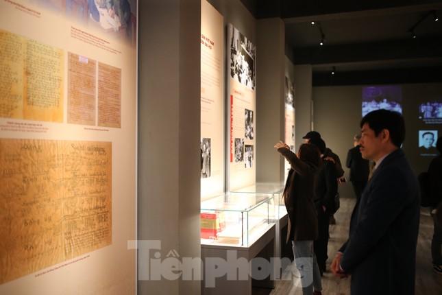 Hàng trăm tài liệu, hiện vật tái hiện lịch sử hào hùng và 12 kỳ đại hội Đảng ảnh 2