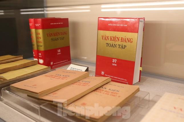 Hàng trăm tài liệu, hiện vật tái hiện lịch sử hào hùng và 12 kỳ đại hội Đảng ảnh 4