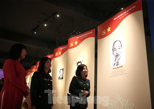 Hàng trăm tài liệu, hiện vật tái hiện lịch sử hào hùng và 12 kỳ đại hội Đảng ảnh 1
