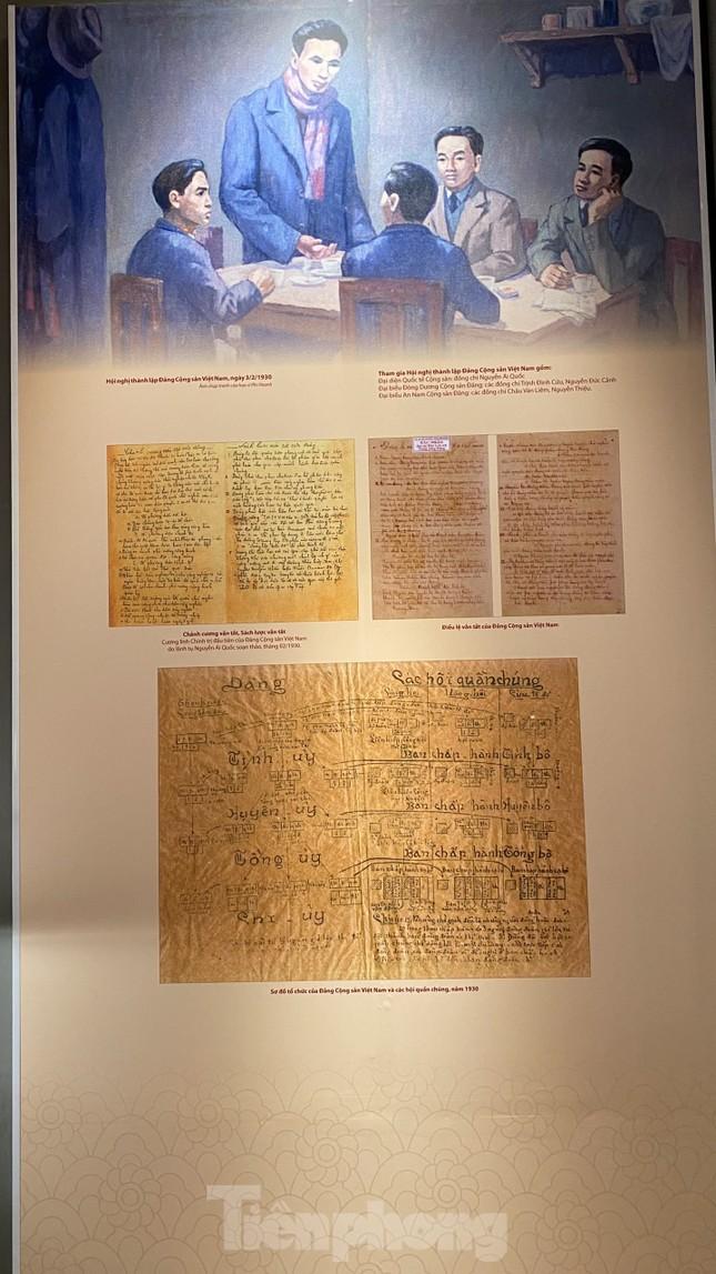 Hàng trăm tài liệu, hiện vật tái hiện lịch sử hào hùng và 12 kỳ đại hội Đảng ảnh 3