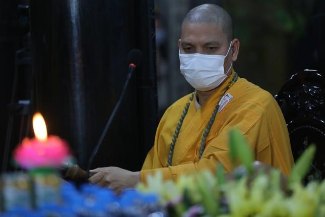 Chùa Phúc Khánh đóng cửa làm lễ cầu an trực tuyến ảnh 2