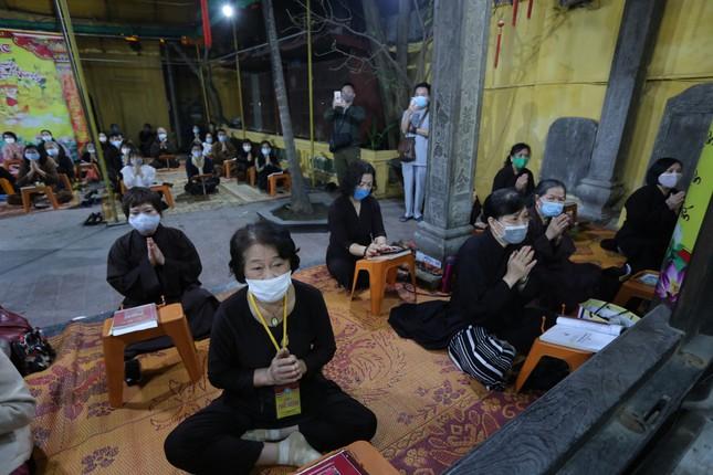 Chùa Phúc Khánh đóng cửa làm lễ cầu an trực tuyến ảnh 9