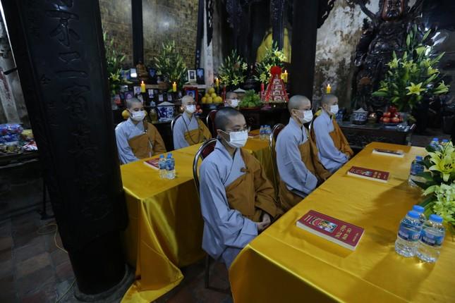 Chùa Phúc Khánh đóng cửa làm lễ cầu an trực tuyến ảnh 11