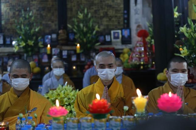Chùa Phúc Khánh đóng cửa làm lễ cầu an trực tuyến ảnh 10