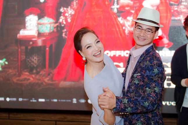 Gái già lắm chiêu V: Kaity Nguyễn gợi cảm 'đối đầu' mẹ Lê Khanh tại Hà Nội ảnh 5