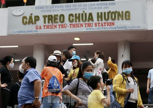 Khoảng hơn vạn người trẩy hội chùa Hương ngày đầu mở cửa ảnh 7