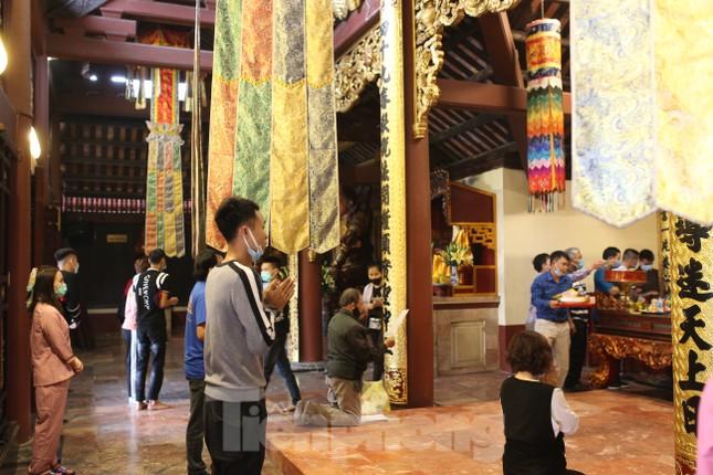 Khoảng hơn vạn người trẩy hội chùa Hương ngày đầu mở cửa ảnh 5