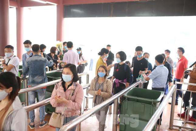 Khoảng hơn vạn người trẩy hội chùa Hương ngày đầu mở cửa ảnh 12