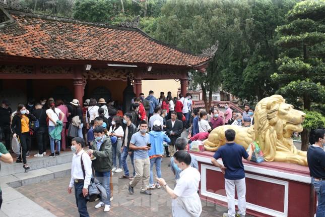 Khoảng hơn vạn người trẩy hội chùa Hương ngày đầu mở cửa ảnh 8