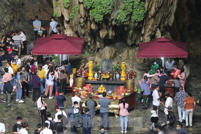 Khoảng hơn vạn người trẩy hội chùa Hương ngày đầu mở cửa ảnh 10