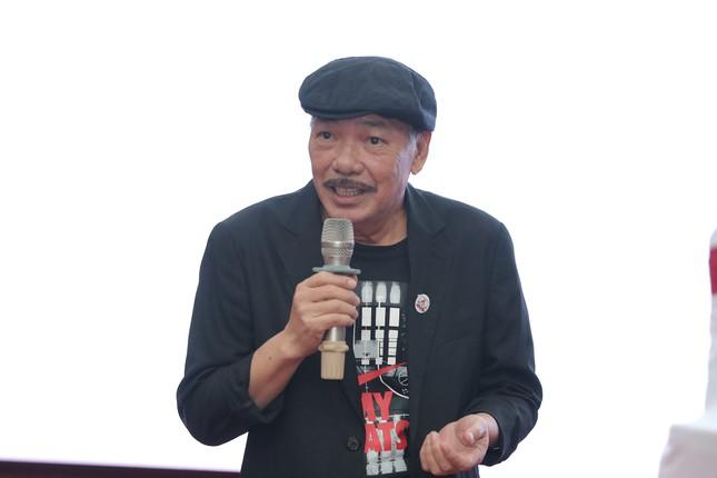 Nhạc sĩ Trần Tiến vừa đàn vừa hát, kể chuyện ca khúc từng bị cấm ảnh 2
