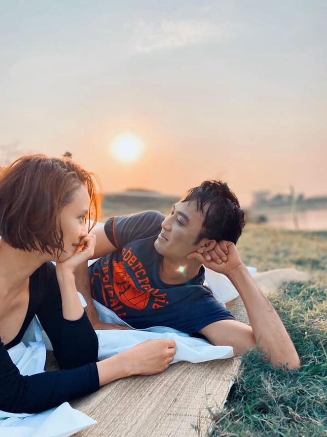 Rò rỉ ảnh lãng mạn của Hồng Diễm-Quốc Đam trong 'Hướng dương ngược nắng' ảnh 1