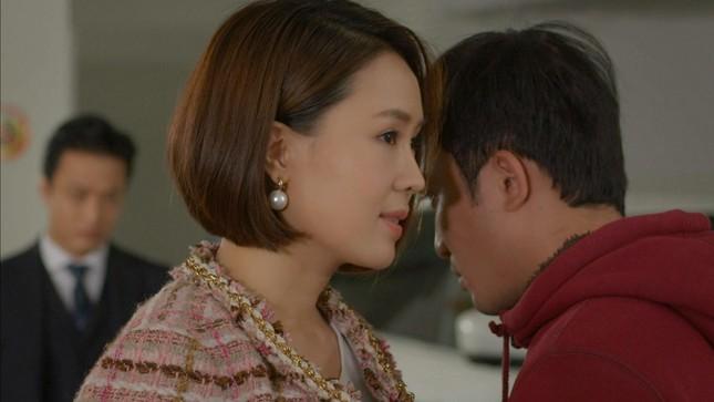Hướng dương ngược nắng: Châu (Hồng Diễm) 'cướp' người yêu của em gái cùng cha (Thu Trang) ảnh 1