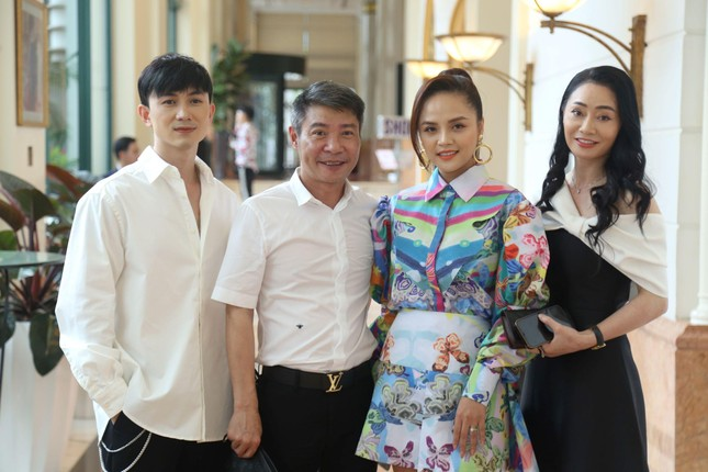 Hương vị tình thân: Phương Oanh bắt cặp với Mạnh Trường, Võ Hoài Nam tái  xuất sau 16 năm