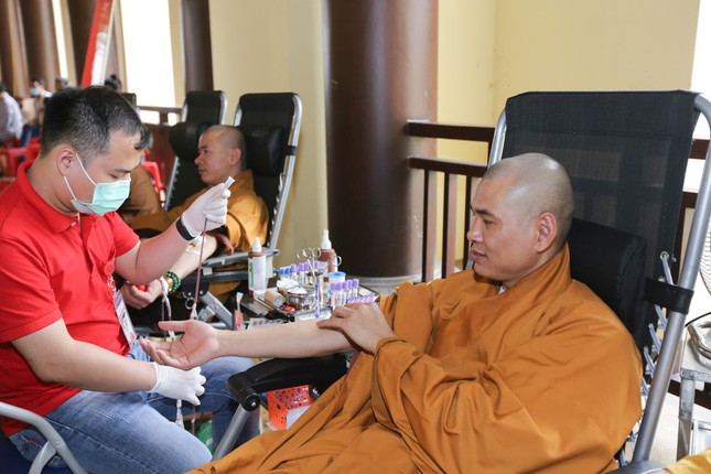 Hơn 3 nghìn người hiến máu tại Yên Tử nhân giỗ Thiền sư Pháp Loa ảnh 1