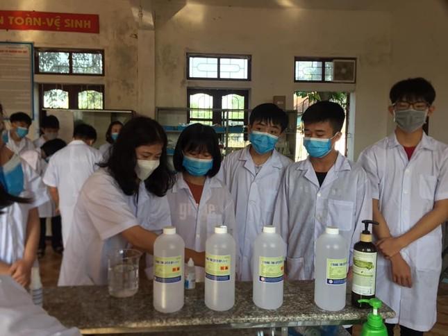 Giáo viên Trường THPT Kỳ Anh sáng chế kính che mặt ngừa COVID-19 ảnh 6
