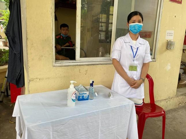 Điểm thi đặc biệt Hà Nội: 7 thí sinh dự thi nhưng có tới 18 cán bộ, giáo viên tổ chức thi ảnh 4