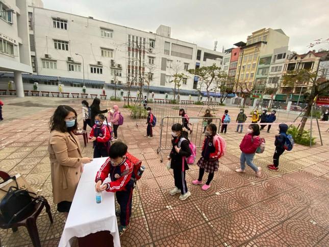 Sáng nay, hơn hai triệu học sinh Hà Nội trở lại trường ảnh 2