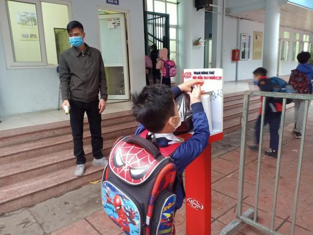 Sáng nay, hơn hai triệu học sinh Hà Nội trở lại trường ảnh 3