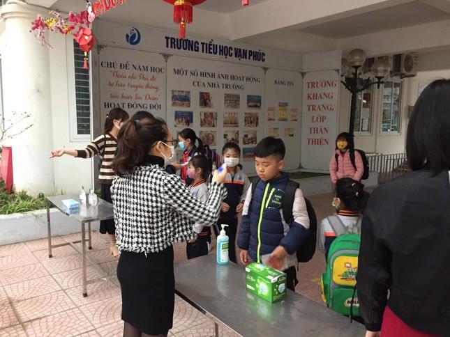 Sáng nay, hơn hai triệu học sinh Hà Nội trở lại trường ảnh 4