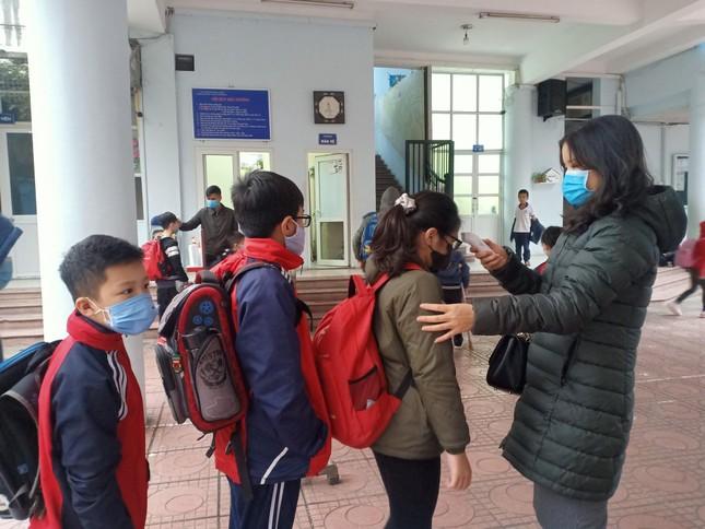 Sáng nay, hơn hai triệu học sinh Hà Nội trở lại trường ảnh 1