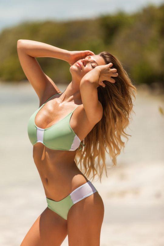 Ngắm dáng vóc đẹp ngất ngây của mẫu bikini người Mỹ ảnh 17