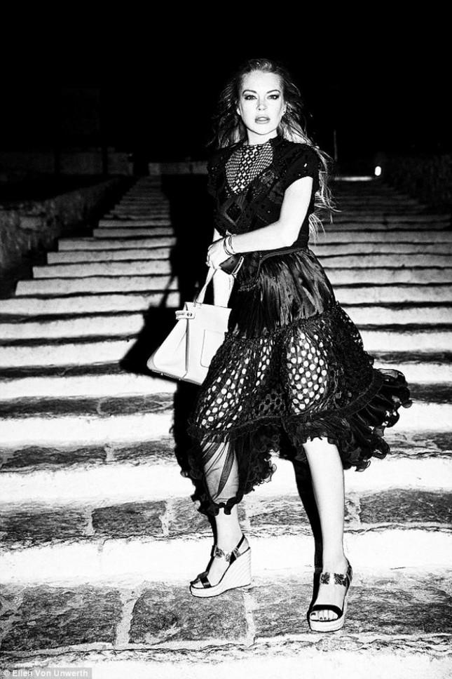 Lindsay Lohan tái xuất gợi cảm bất ngờ ảnh 6