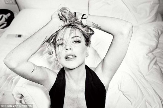 Lindsay Lohan tái xuất gợi cảm bất ngờ ảnh 3