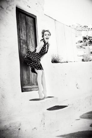 Lindsay Lohan tái xuất gợi cảm bất ngờ ảnh 13
