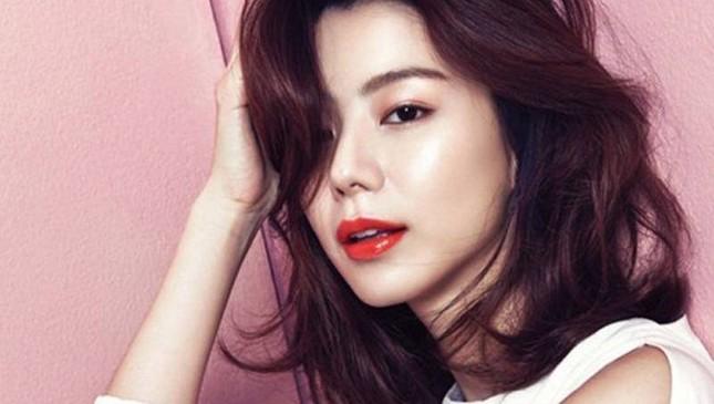 Vợ Bae Yong Joon mang bầu ảnh 1