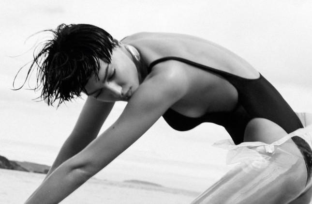 Irina Shayk khác lạ với tóc tém ảnh 4