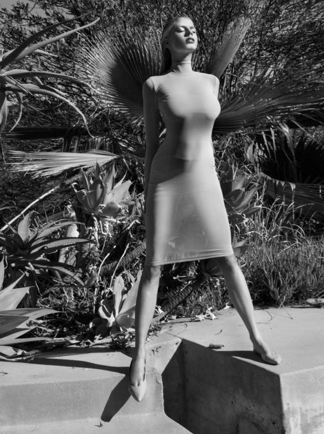 Charlotte McKinney hoang dã, trễ nải trong bộ ảnh đen trắng ảnh 7