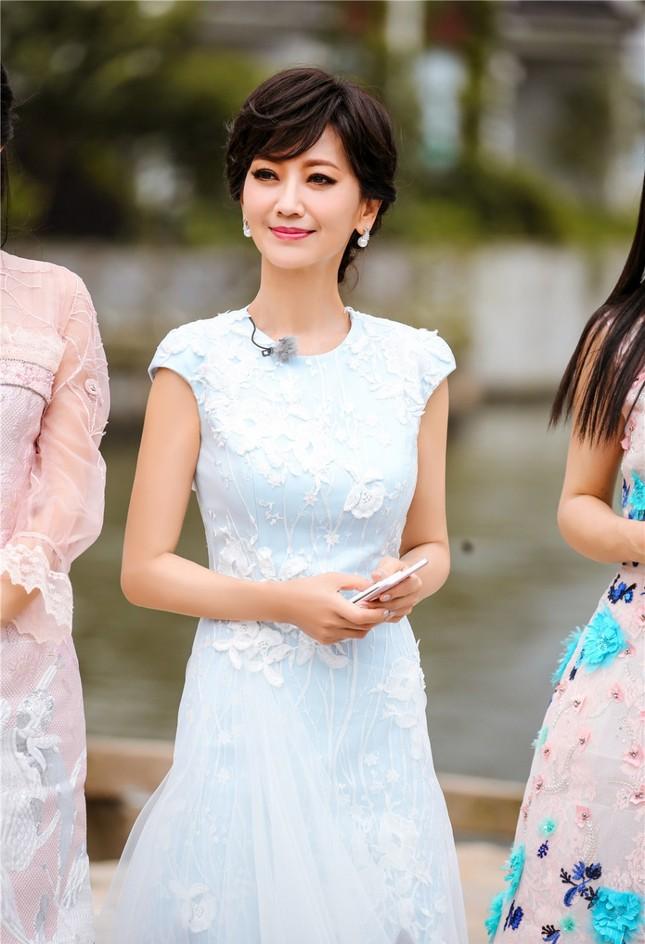 Nhan sắc trẻ ngỡ ngàng của Lưu Gia Linh và người đẹp 'Bến Thượng Hải' ảnh 3