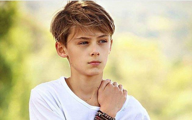 Dân mạng 'sôi sục' săn tìm hotboy 12 tuổi đẹp trai như tài tử ảnh 1