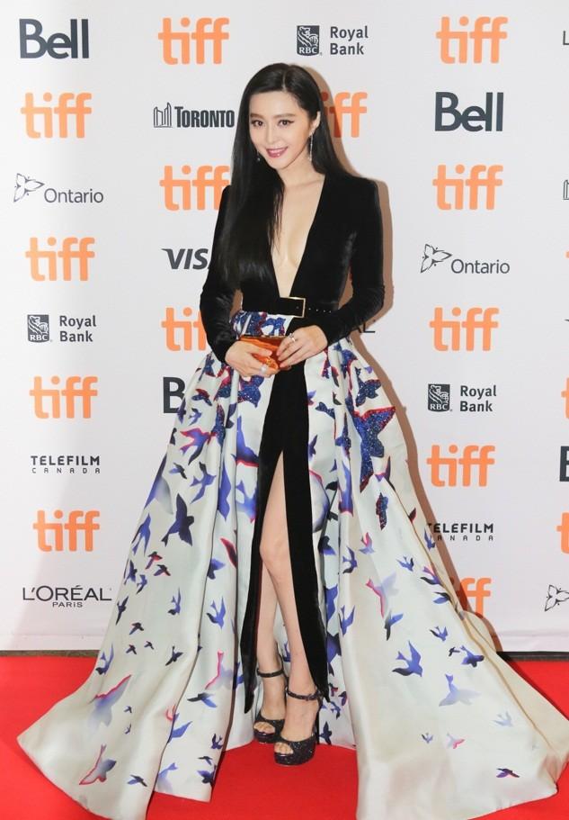 Phạm Băng Băng diện váy siêu gợi cảm sải bước ở LHP Toronto ảnh 5